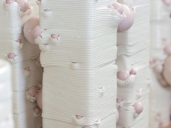 Andrea Salvatori, in collaborazione con WASP, <em>Composizione 40100#00 in progress</em>, 2019, Ceramica smaltata, 16 x 14 x 13 cm, Massalombarda (RA)