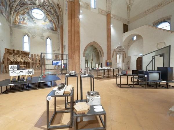 Veduta della mostra Design! Oggetti, processi, esperienze nella Chiesa dell'Abbazia di Valserena, sede dell'Archivio-Museo CSAC dell'Università di Parma I Ph. Paolo Barbaro
