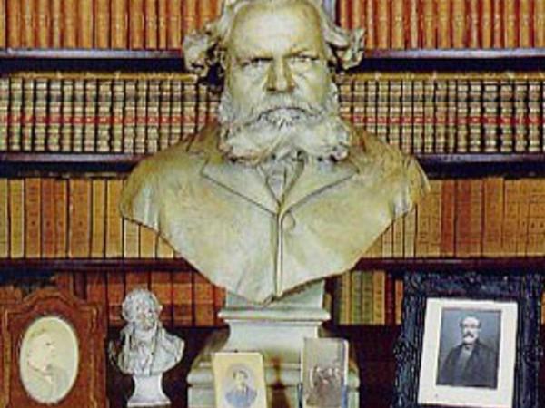 Busto di G. Carducci