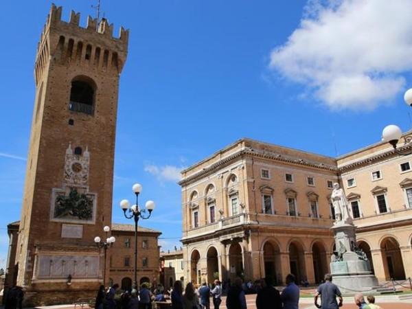 Piazza Torre, Recanati
