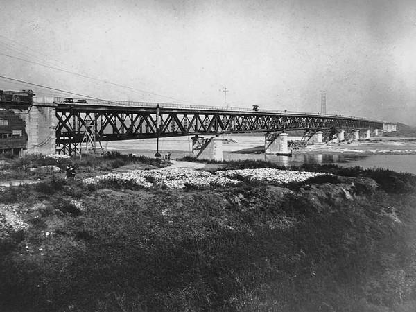 Strada statale 9 'Via Emilia', ponte sul fiume Po ricostruito dopo la Seconda Guerra Mondiale