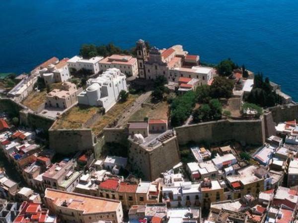 Segni e sogni del Mediterraneo, Castello di Lipari