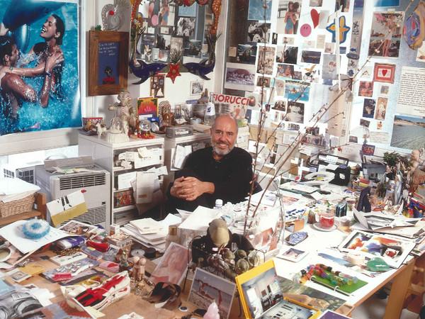 Elio Fiorucci all'interno del suo ufficio, 2004