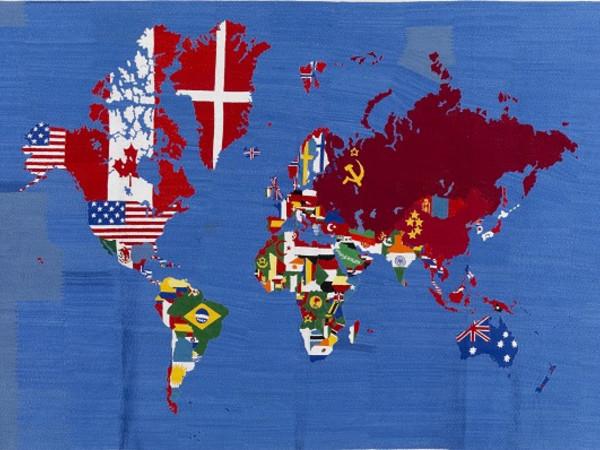 Alighiero Boetti, Mappa, 1979-83, ricamo su tessuto, cm. 103x155