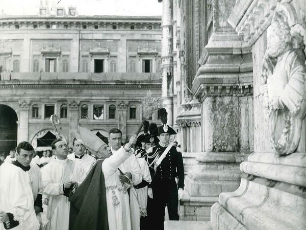 Cardinal Lercaro in Piazza Maggiore, Bologna