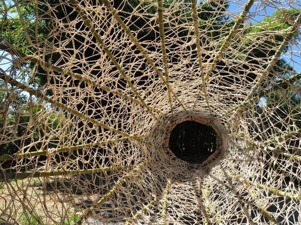 Antonella De Nisco, Binocolo, 2016, aste in bambu, midollino e cordame vegetale