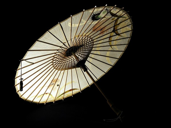 Ombrellino tradizionale parasole, bambù e carta giapponese dipinta, dei primi anni del 1900