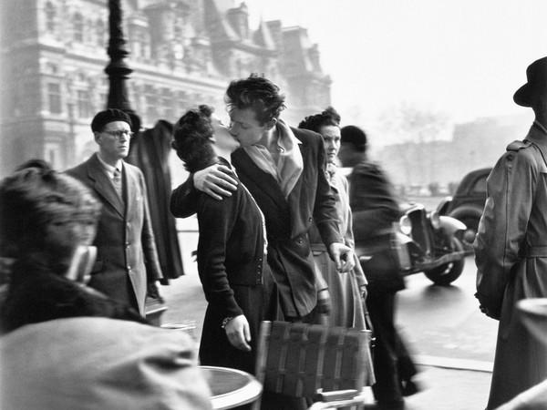 Robert Doisneau, Le baiser de l'Hôtel de ville, Paris 1950