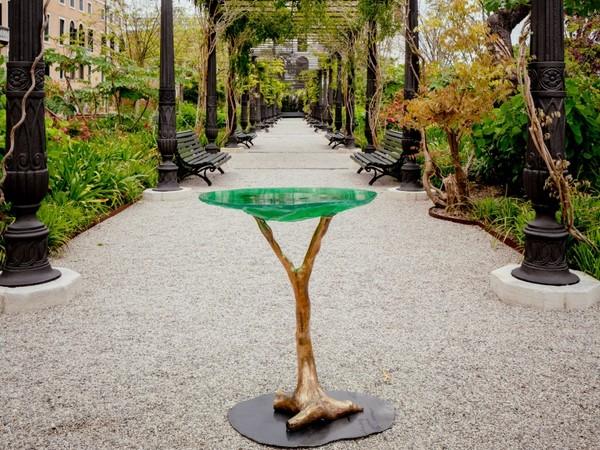 LABINAC, Tavolo disegnato da Jimmie Durham per LABINAC, Giardini Reali di Venezia, 2021 I Ph. Andrea Avezzù