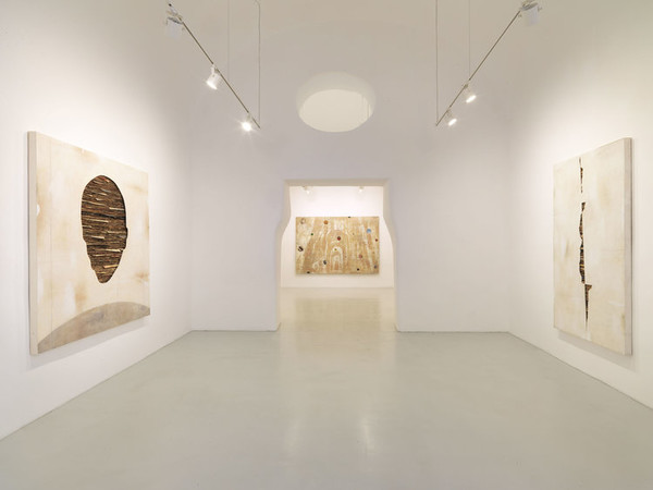 Umberto Manzo, 2018, installation view. Studio Trisorio, Napoli