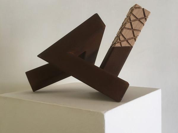 , Renato De Marco, Dimensioni parallele, ferro e legno, h 20 cm.