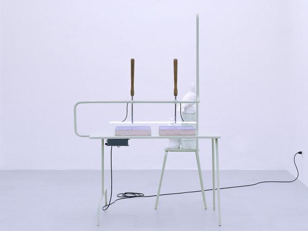 Daniele Franzella, Cabinet n. 3, 2019 (Ferro, Legno, Neon, Ceramica, Polistirene espanso, Trasformatore e cavi elettrici. 190x130x133 cm)