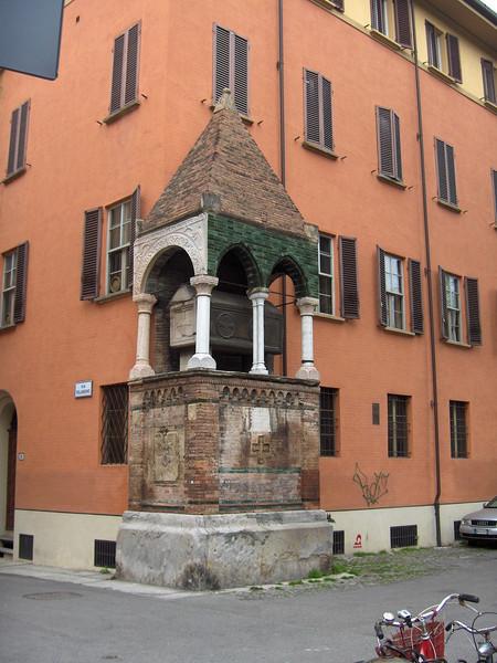 Tombe dei giuristi Egidio Foscherari e Rolandino dei Passaggeri