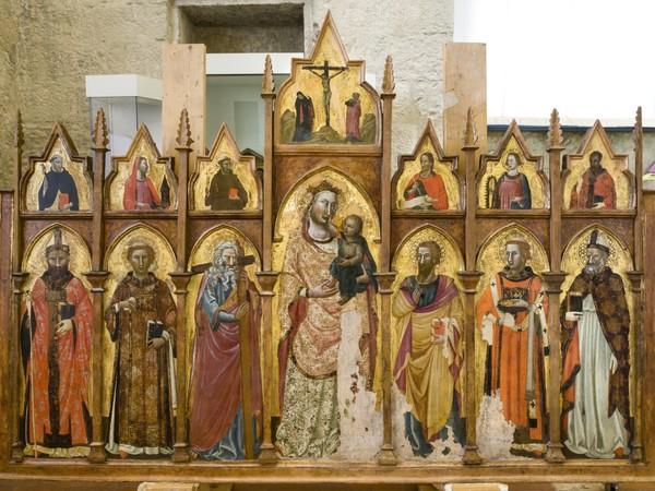 Maestro Espressionista di Santa Chiara (Palmerino di Guido?) e collaboratore (attribuito), Polittico con Madonna con Bambino e Santi, dopo il restauro. Gubbio, Museo Civico