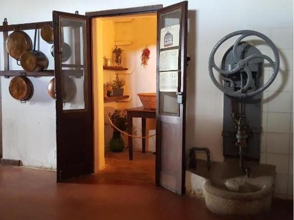 La dispensa nella casa bianca di Caprera, La Maddalena