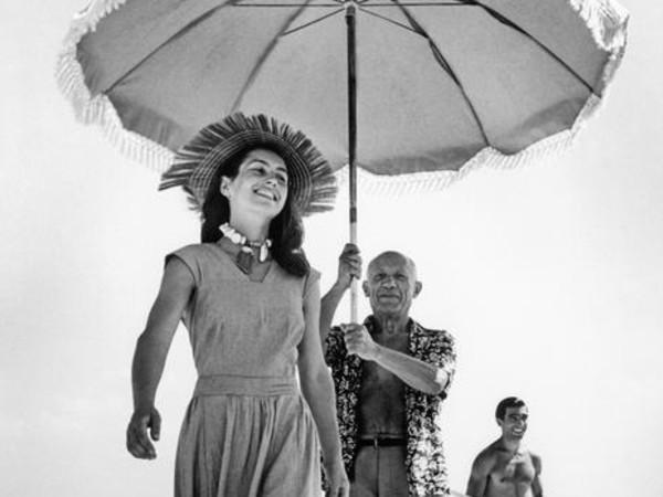 Robert Capa, <em>Pablo Picasso e Françoise Gilot</em>, Golfe-Juan, Francia, Agosto 1948<br />