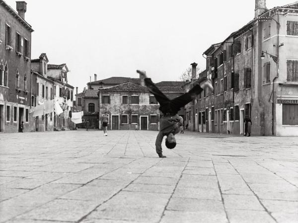 L'<b>Italia</b> del dopoguerra nella fotografia neorealista in mostra a New York