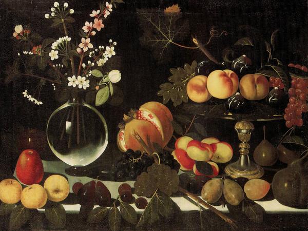 Maestro di Hartford, <span>Alzatina con fichi, pesche e uva, vaso di fiori e frutta, 1600-1602 ca., olio su tela</span>