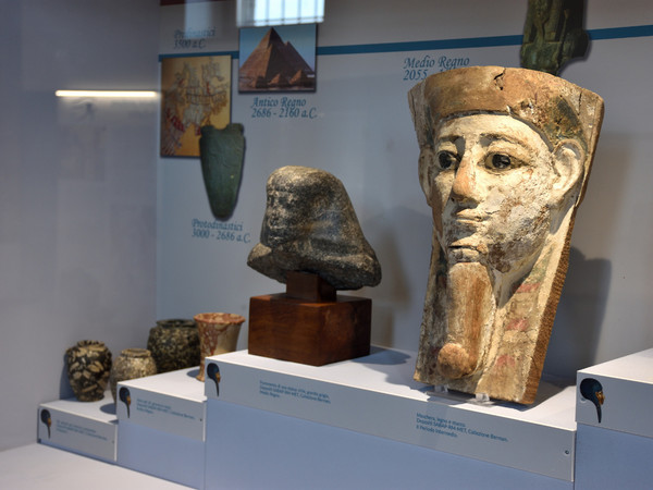 Una sezione della mostra<em>&nbsp;Egizi Etruschi</em>, Complesso munumentale di San Sisto, Montalto di Castro