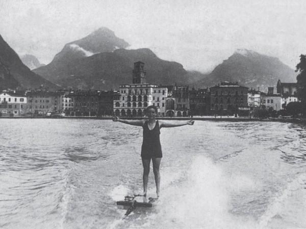 Giuseppe De Lucia, Lago di Garda - Riva - Sport sul lago, 1930 ca., MAG