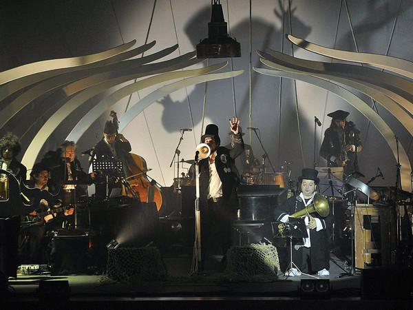 "Luca d'Agostino, Vinicio Capossela ""Marinai Profeti e Balene"", 2011"