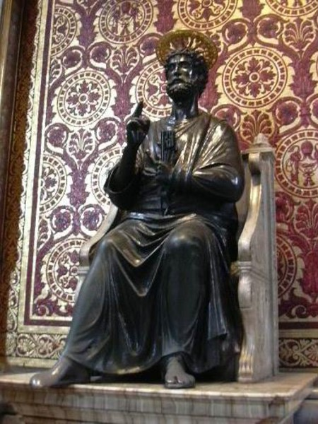 Statua in bronzo di San Pietro