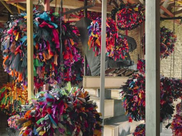 Phyllida Barlow, GIG (detail), 2014, fabric, paper, cord, timber, paint. Installation view, GIG, Hauser & Wirth Somerset, 2014