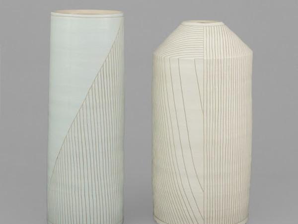 Shio Kusaka, Sinistra <em>(line 68)</em>, 2017, Ceramica 22.9 x 22.9 x 62.8 cm, Destra (<em>line 67)</em>, 2017, Ceramica 29.8 x 29.8 x 60.3 cm | Courtesy of Gagosian Gallery, Roma<br />