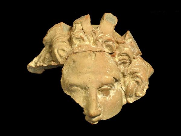 Maschera gorgonica, volto femminile, fine IV, inizi III secolo a.C.