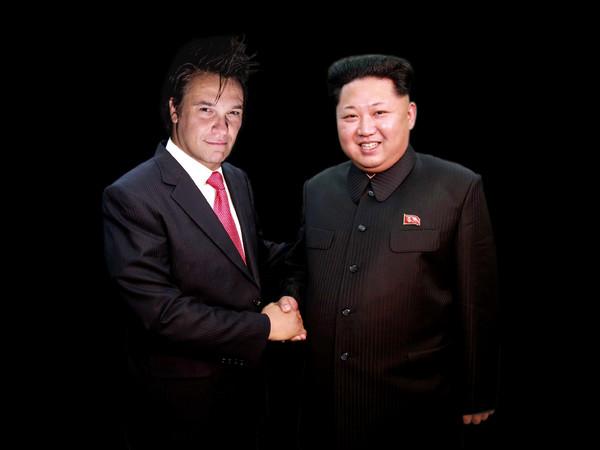 Max Papeschi, MAX PAPESCHI in veste di Ambasciatore del Ministero della Propaganda Internazionele della Repubblica Popolare Democratica di Corea e KIM JONG UN, 2016,