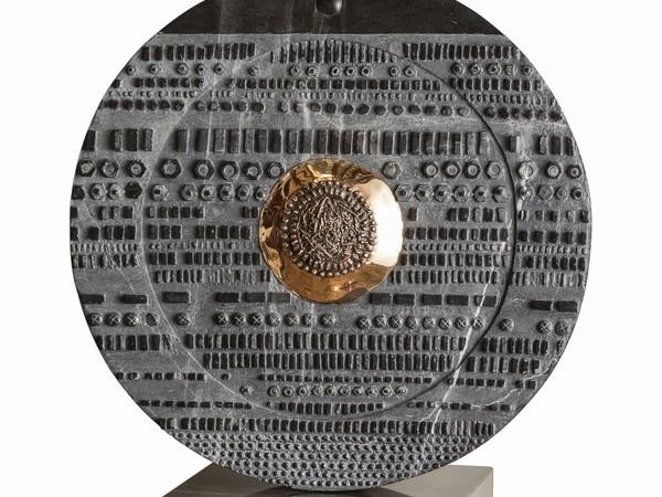 Gianmaria Potenza, Sole, 2016, marmo con inserimenti in bronzo, 50 cm.