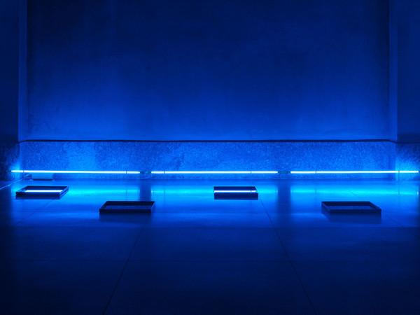 Jacques Toussaint, Una linea di percorso, tubi al neon blu