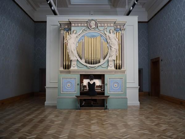 Ragnar Kjartansson, <em>The Sky in a Room</em>, 2018, Per Artes Mundi and Amgueddfa Cymru - National Museum Wales | © Ragnar Kjartansson / Luhring Augustine, New York / i8 Gallery, Reykjavik | Foto: Polly Thomas<br />
