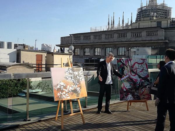 "L'artista alla presentazione della mostra ""Lee Feng. Art & Poetry"" presso la sede milanese di Banca Generali Financial Planning"