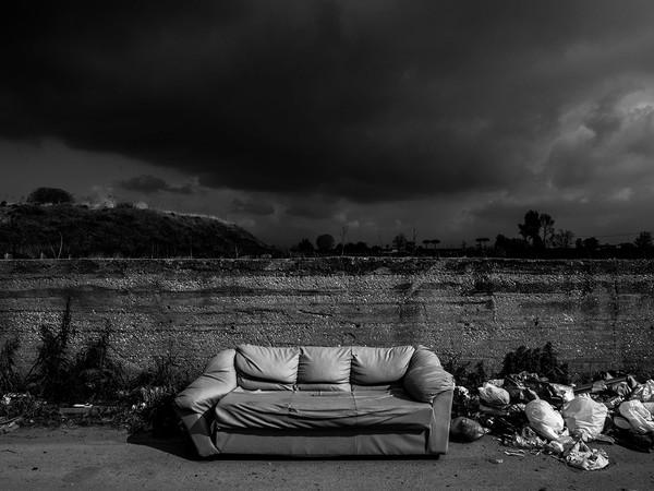 Stefano Schirato, Spazzatura in via Cinquevie, nel cuore della Terra dei Fuochi, Casalnuovo - Napoli, 2015