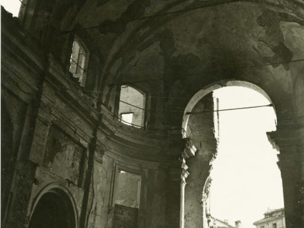 Claudio Emmer, Milano, S. Sisto, interno, post agosto 1943 - ante 1960. Civico Archivio Fotografico, Milano
