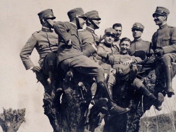 Archivio Silvio Piccolomini, Ufficiali in un momento di svago, Dintorni di Montagnana (Pd), marzo 1917