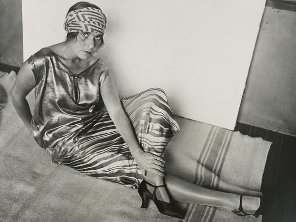 Rodchenko Alexander, Lilya Brik in Golden Dress, 1924. Stampa del 1980 su gelatina d'argento da negativo dell'autore. Collezione privata