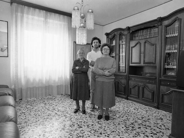 Marcello Maloberti, Famiglia Metafisica, 1990-2015. Stampa alla gelatina d'argento, 30x40 cm.