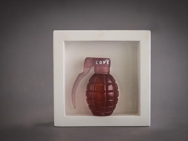 Levenson Silvia, All we need, 2020. Vetro fuso a cera persa, legno(lost wax glass, wood), 15x15x4,5 cm.