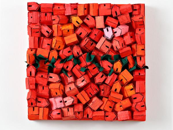Jose Demetrio, Memorie, 2020, cartone riciclato e tessuto su tela, cm. 40x40x8 I Ph. Fabio Fantini