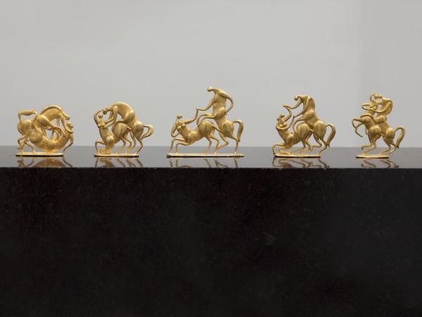 Fritz Koenig, Paarungsspiele, Zwei Kentauren 1986. Oro. Fondazione Fritz e Maria Koenig