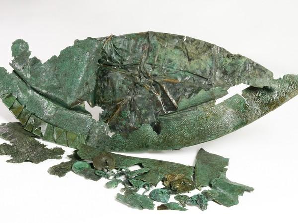 Frammenti di scudi, Le armi di Athena. Il Santuario settentrionale di Paestum