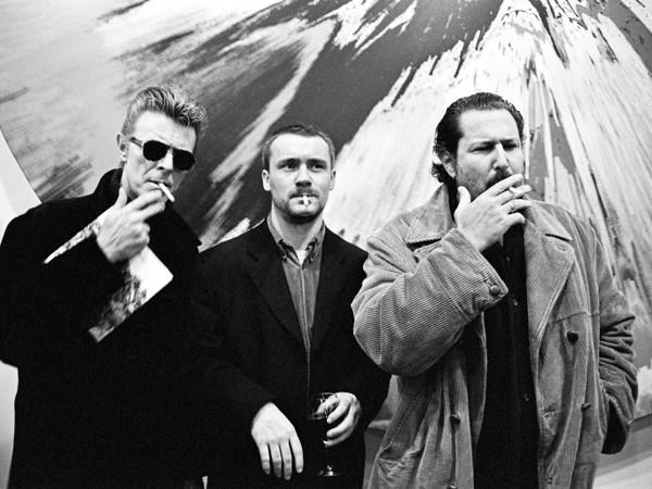 Roxanne Lowit, David Bowie Damien Hirst e Julian Schnabel, NY, 1996, 40x50cm. Ed. 25