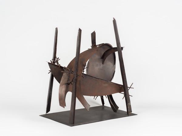 Herbert Ferber, Four Poles I, 1979, acciaio, cm 52,1x45,8x30,5