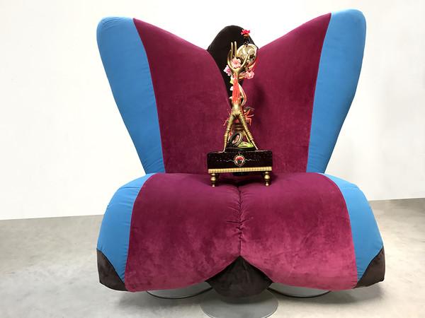 "I CRICETI di Rudy van der Velde (LEA VERGINE ""Body Art e storie simili"": Fuori/Dentro, 2017, 25 x 25.5 68 cm) su Seduta Butterfly di Francesco Marzi per Theninteriordesign.it | Courtesy of Rudy van der Velde Then I nterior Design"