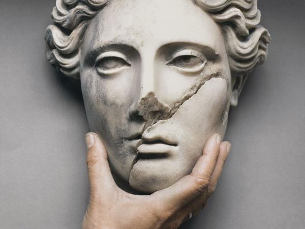 Mimmo Jodice, Ercolano, 1999, Stampa giclée, 74 x 74 x 2 cm, Collezione De Iorio