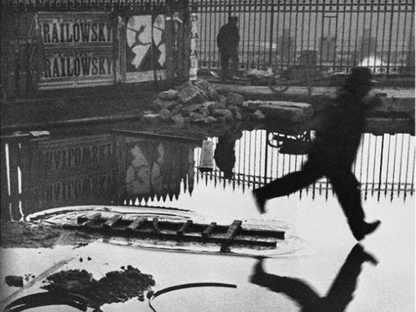 Henri Cartier-Bresson, Place de l'Europe, Stazione Saint Lazare, Parigi, Francia, 1932<br />