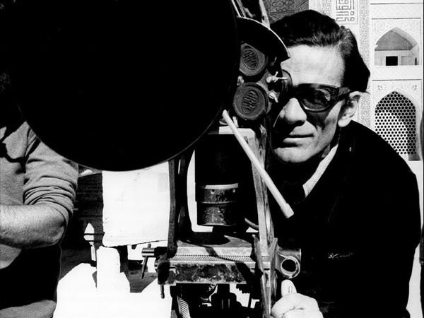 """Roberto Villa, Foto di scena dal set del film """"Il fiore delle Mille e una notte"""", 1974"""