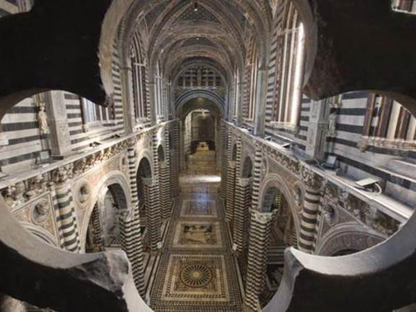 La porta del cielo del Duomo di Siena
